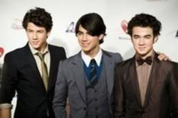 Jonas Brothers Like It's Christmas kostenlos online hören.